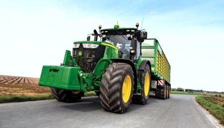 John Deere y su tractor serie 7R marcan nuevo récord de eficiencia