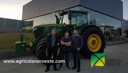 AgroBarreiro entrega a Agroforestal Vaamonde Mella de Arzúa un John Deere 6215R