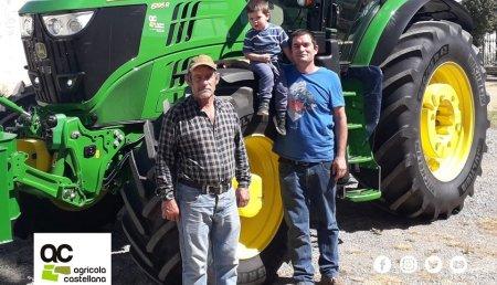 Agrícola Castellana entrega en Paramo de Boedo (Palencia),  John Deere 6195R a Jose Luis Iglesias Ruesga
