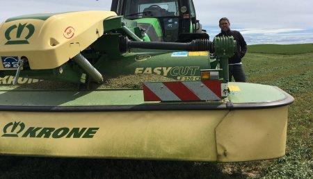 Farming Agrícola entrega  Krone EasyCut F 320 CR  a Javier González