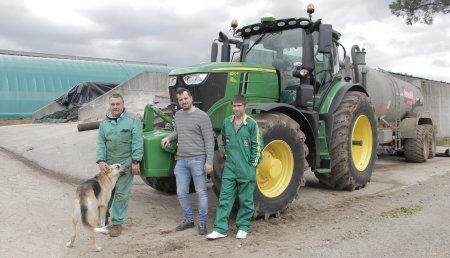 Agricola Noroeste entrega John Deere 6250R a la Ganaderia Castro de Trazo ( A Coruña)