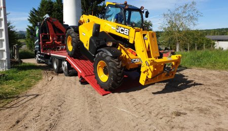 Millares Torron entrega JCB 531/70 a Baixo Holstein de Hermida ,Sarria