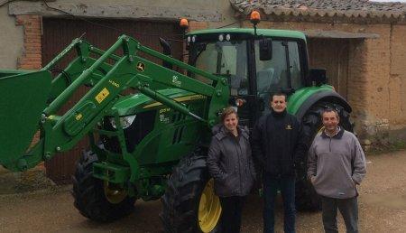 Agricola Castellana Entrega de tractor usado JOHN DEERE 6115 M con pala JOHN DEERE H340 a Juan Carlos Moran Villar, de Morales de Toro (Zamora).