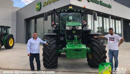Agrícola Noroeste  entrega John Deeres 6215R a Mateo