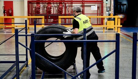 NEX mueve desde su almacén central 2 millones de neumáticos en un año