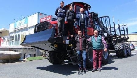 Hitraf Entrega de Autocargador Komatsu 855- 8WD con cabina Comfort Ride a la empresa Antonio Villaverde S.L