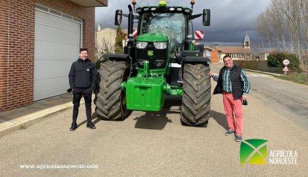 Agrícola Noroeste entrega John Deere 6175R a Francisco Javier
