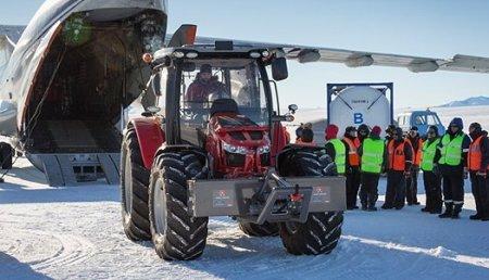 Antarctica2 rememorala expedición de Sir Edmund Hillary en 1958 al Polo Sur en Tractor