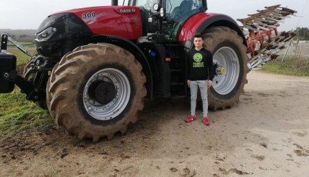 Agricola Calvo  entrega CASE IH el OPTUM 300 CVX  a Batan Soñar SL