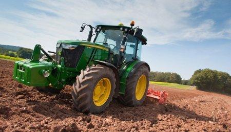 Los tractores John Deere de la Serie 5M se abren camino hacia Europa