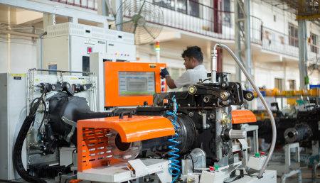 SDF renueva su planta de tractores de la India.
