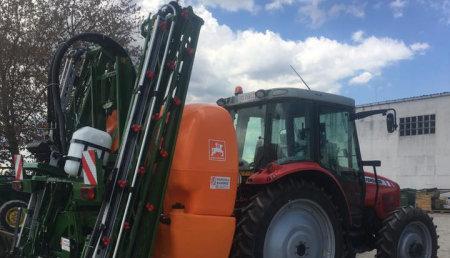 Agricola Suarez entrega de un pulverizador AMAZONE UF 1501