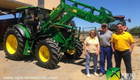 Agrícola Noroeste  entrega John Deere 6115MC con Pala John Deere 623R a Martínez Alvarez CB