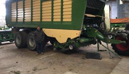 Millares Torron entrega a ONEGA ARES SLU. (Castro de Rei-Lugo), un remolque picador KRONE ZX-430 GL