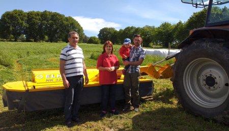 Agricola Calvo entrega  segadora ELHO NK3200 a Hermesinda Mourenza López en Santa Maria de Ferroi ( Guntin )