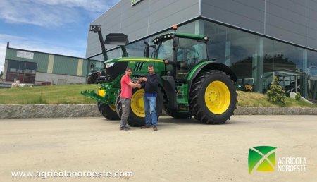 Agrícola Noroeste entrega John Deere 6195R a Ganadería Meixide