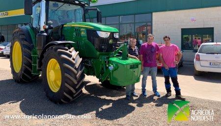 Agrícola Noroeste entrega John Deere 6155R a Ivan