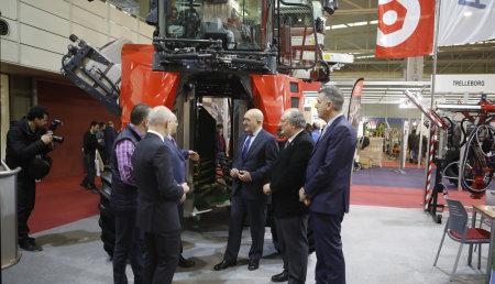 El consejero de Agricultura de la Junta de Castilla y León inaugura Agrovid