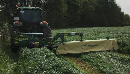 Agricola Suarez entrega una segadora KRONE EASY CUT R 320.