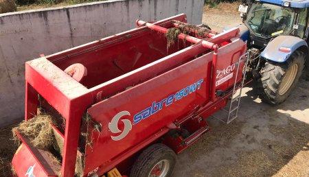 Agricola Calvo entrega remolque mezclador ZAGO 150 WT con fresa a A FROCELA,S.C Vilaxuste (Portomarin)