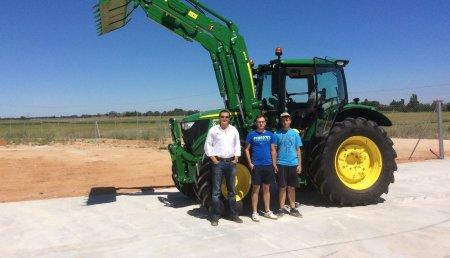 Comercial Agrícola Castellana entrega JOHN DEERE 6130R Autopower a 50, pala John Deere 663R y Autoguiado RTK Mobile a David y Javier Blanco Lajo, de Villamarciel (Valladolid)