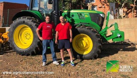 Agrícola Noroeste entrega John Deere 6175M a Pablo y Jose