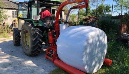 Tecnor Lalin Maquinaria entrega encintadora kubota-kverneland a ganaderia pombal de o corgo
