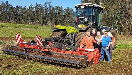 Talleres Agrícolas Mata de Coristanco, y las marcas Agrator y Bondioli & Pavesi, en la adaptación de la fresadora XPA 6000 plegable de Agrator a Servicios Agrícolas Ramón Trigo