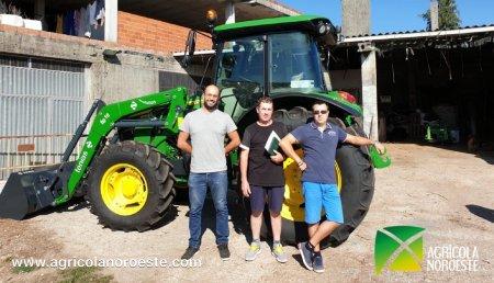 Agrícola Noroeste entrega John Deere 5090M a Jesus Cernadas en Boqueixon