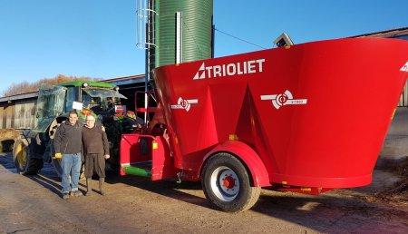 Ausama y Victor Perez SL entregan carro mezclador Solomix 2 1800 VLL B de Trioliet, en Esnotz (Navarra)