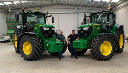 Agrícola Noroeste  entrega dos John Deeres 6195M - 6215R a Servicios Agricolas y Forestales Ivan Tembras