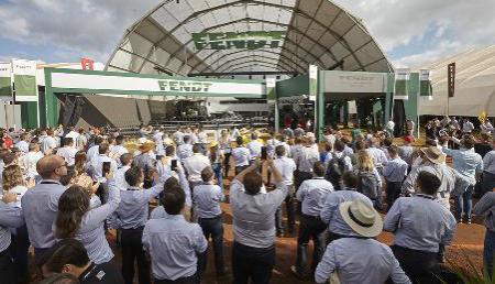 Presentación de Fendt en Brasil con stand multimedia y grandes máquinas en Agrishow 2019