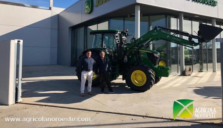 Agrícola Noroeste entrega a Juan Carlos, de Meizara,  John Deere 6115MC