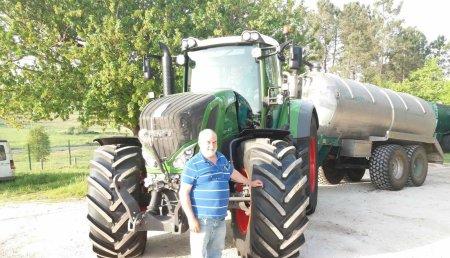 Maquinaria Liste entrega del tractor Fendt 824 Profi a Cremova, Teo ( A Coruña)