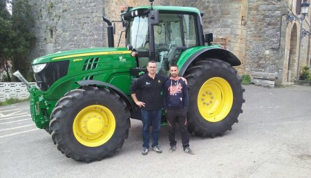 Agricola Castellana entrega JOHN DEERE 6155M SuperStar a David Mollinedo, de Carasa (Cantabria)