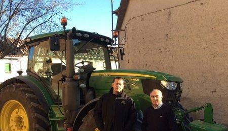 Comercial Agricola Castellana entrega de tractor JOHN DEERE 6155R AutoPower en la localidad vallisoletana de Velliza a Adolfo Gómez