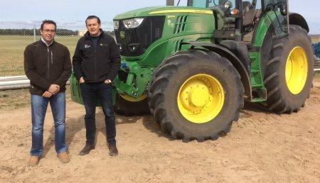 Agricola Castellana entrega JOHN DEERE 6195M SuperStar a Rafael Valera de Tordesillas (Valladolid)