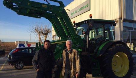 Comercial Agricola Castellana entrega JOHN DEERE 6115MC a Paco Merino, de la SAT Molino Cuatro Merinos, de Aguilar de Campos (Valladolid).