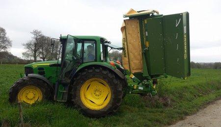 Agricola Suarez entrega una segadora  Krone Easy Cut 280 CV Q  z