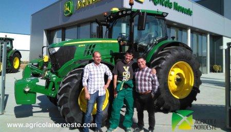 Agricola Noroeste Entrega un John Deere 6215R en Santa María del Páramo (Leon)