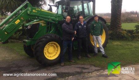 Agrícola Noroeste entrega John Deere 603R  en Mazaricos a la familia Alvite.