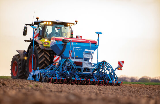 Mayor versatilidad en la siembra:  la Solitair de LEMKEN, con tolva para semillas dividida