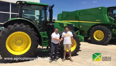 Agrícola Noroeste entrega a Jose Angel un John Deere 6175R y un GPS AutoTrac