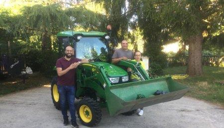 Agrícola Noroeste entrega John Deere  3046R a AJ Abelleira Jardinería
