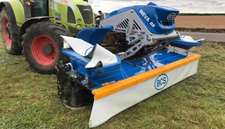 AgroFerma  demostración Segadora Acondicionadora BCS NEVA R8 de 3,25 metros de corte.