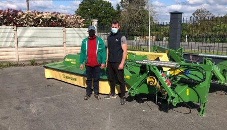 Millares Torron entrega a  VARELA SC de Santa Cristina(Lugo) Krone Easy cut R320 cv