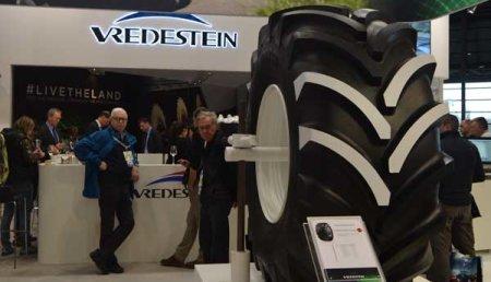 Vredestein presenta el neumático radial Flotation más alto del mundo