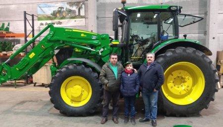 Agrícola Noroeste entrega John Deere 6155R + 663R a Servicios Agrícolas Trigo