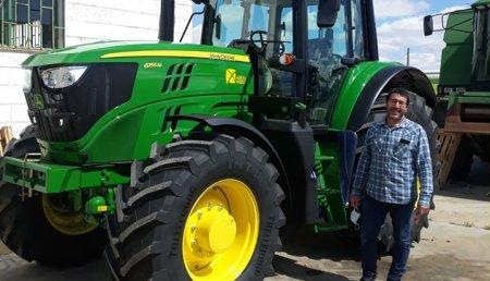Agrícola Noroeste entrega John Deere 6155M a Jose Javier