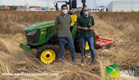 Agrícola Noroeste entrega John Deere 3038E a centro benaventano de transportes